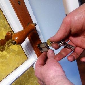 remplacement cylindre sur serrure porte Quimper proximité sud finistère cornouaille